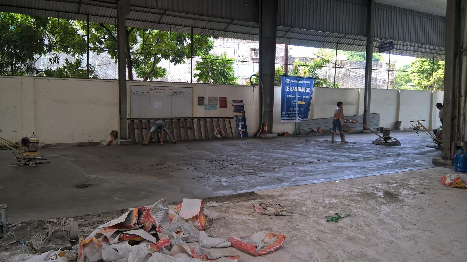 Thi cong Xoa nen bang Sikafloor Chapdur 1